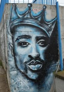 Tupac_grafitti,_Vlasotince,_Serbia